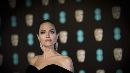 Анджеліна Джолі вийшла у світ зі своєю донькою Захарою у приголомшливій сукні: фото