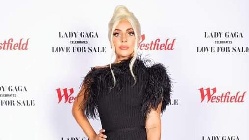 Леді Гага вразила довгою сукнею з пір'ям на презентації альбому: бездоганний образ