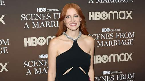 Джессіка Честейн замилувала вечірньою сукнею з вирізами та оголеною спиною: дивовижний образ