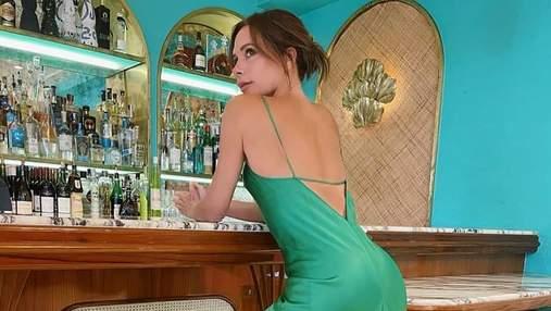 Зухвала розкіш: Вікторія Бекхем знялася у чарівній зеленій сукні з глибоким вирізом на спині