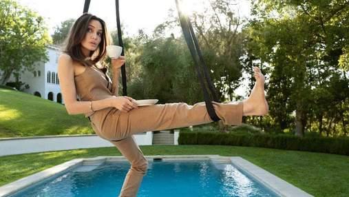 Анджелина Джоли снялась в роскошной съемке для Elle в подвесном гамаке: впечатляющие фото