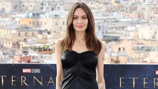 Анджелина Джоли появилась в Риме в волшебном кожаном платье-бюстье: эффектные фото