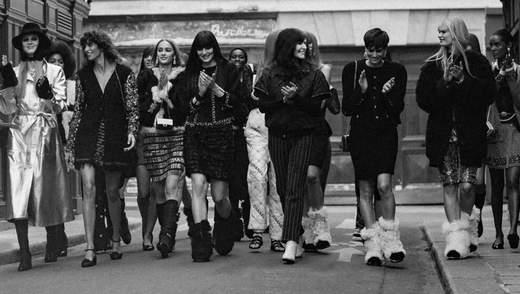 Домашняя история подруг: показ Chanel осень – зима 2021/2022